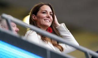 Kate Middleton beim Finale der Fußball-EM im Wembley-Stadion: Lässt ein süßes Geheimnis die Herzogin von Cambridge so strahlen? (Foto)
