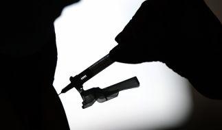 In den USA wurden nach Corona-Impfungen mit dem Mittel von Johnson & Johnson neue Nebenwirkungen beobachtet. (Foto)