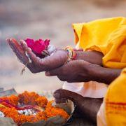 Säugling mit drei Köpfen von Pilgern als Gottheit verehrt (Foto)