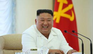 Kim Jong-un hat im Urlaub offenbar mächtig was zu lachen. (Foto)