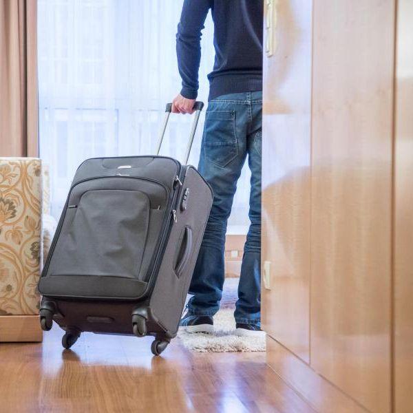 Ist die Umgebung oder Kultur ungewohnt, kann es entspannter sein für die Dienstreise ein Zimmer in einer bekannten Hotelkette zu buchen. Dann muss man keine Überraschungen fürchten. Foto: Christin Klose/dpa-tmn (Foto)