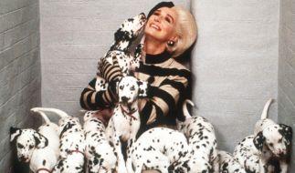 """Ihren markanten Haarschopf verdankte Glenn Close alias Cruella de Vil in """"101 Dalmatiner"""" dem Haar-Künstler Paul Huntley - nun ist der Perückenmacher im Alter von 89 Jahren gestorben. (Foto)"""
