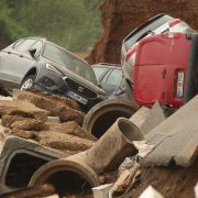 Flut-Gefahr noch nicht gebannt - Seehofer reist in Katastrophengebiete (Foto)