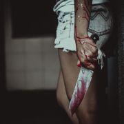 Zugedröhntes Partygirl schlitzt Gastgeberin Gesicht auf (Foto)