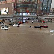 "U-Bahn geflutet, Damm gebrochen! Taifun ""In-Fa"" sorgt für Chaos (Foto)"