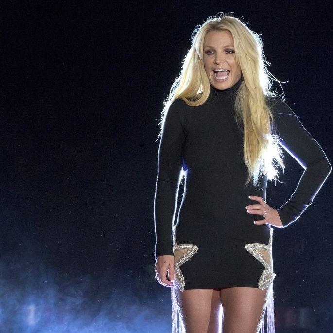 """Oben-ohne-Kracher! Popstar befreit ihre """"Britties""""und zerstört das Netz (Foto)"""
