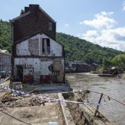 Reißende Flüsse statt Straßen! Sturzflut spült Autos weg (Foto)