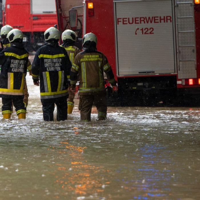 Bahnverkehr gestört, Keller geflutet - Feuerwehr im Dauereinsatz (Foto)