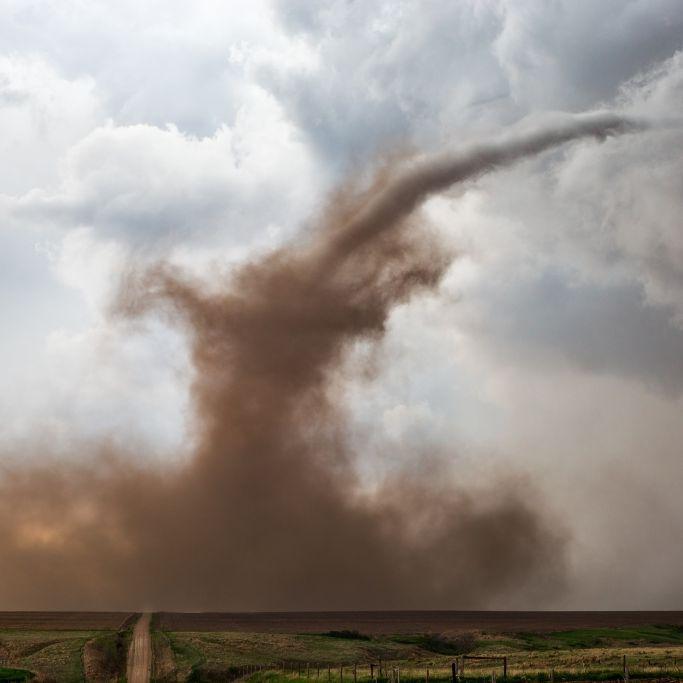Wetter-Monster zerlegt Autohaus! Meteorologen fürchten Mega-Sturm (Foto)