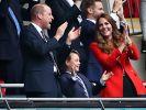 Prinz George jubelt beim Fußball im Wembley-Stadion - seiner sportlichen Leidenschaft wurde auch am 8. Geburtstag des Mini-Royals Rechnung getragen. (Foto)