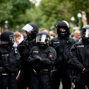 Erste Festnahmen nach Demo-Verbot - Wasserwerfer in Stellung gebracht (Foto)