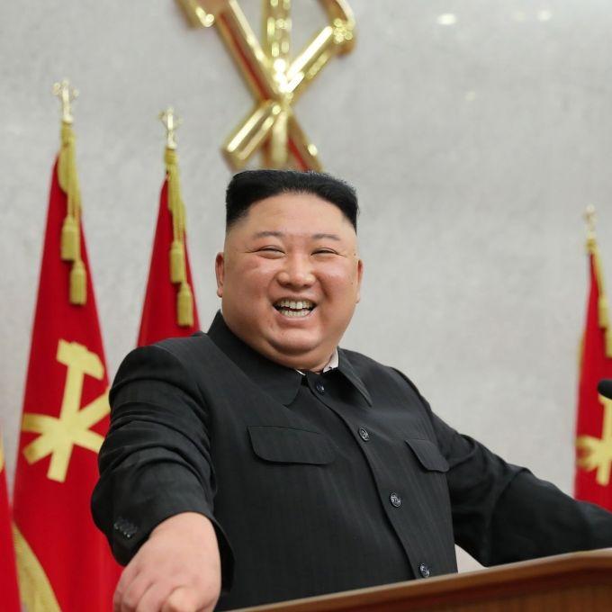 Mysteriöses Pflaster am Nacken! Wird der Diktator von Aliens kontrolliert? (Foto)