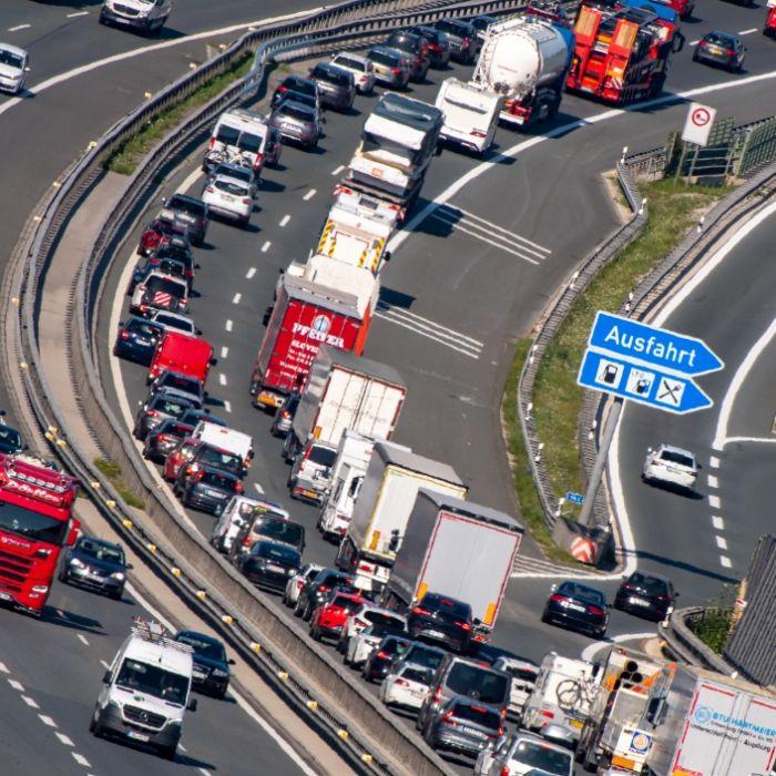 Autobahnen voll? HIER drohen am Sonntag Mega-Staus (Foto)
