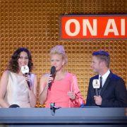 Radiomoderator Florian Weiss (r.) bei der Verleihung des Deutschen Radiopreises 2017, gemeinsam mit Elke Wiswedel (l.) und Barbara Schöneberger (M.)