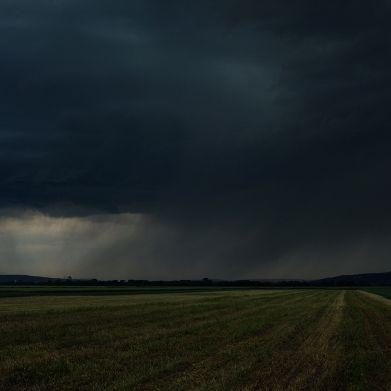 Sommer-Absturz durch Tief Luciano! HIER krachen Gewitter die Hitze weg (Foto)