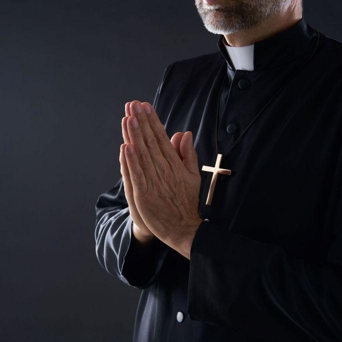 Missbrauch, Masturbation, Affäre! Priester tritt zurück (Foto)