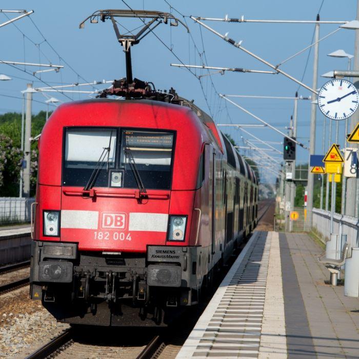 Zugverkehr rollt wieder an - GDL droht schon wieder mit Streiks (Foto)