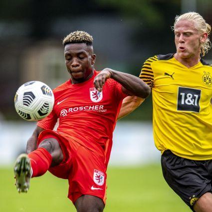 Dennis Owusu vom FC Gießen im Testspiel gegen den BVB.