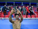 Karim Adeyemi macht ein Selfie im Stadion nach einem U21-Spiel. (Foto)