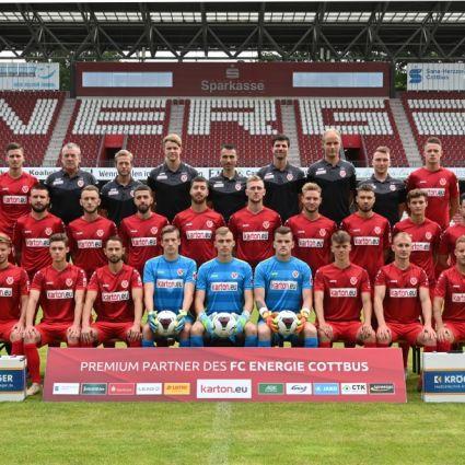 Mannschaftsbild des FC Energie Cottbus im Jahr 2020
