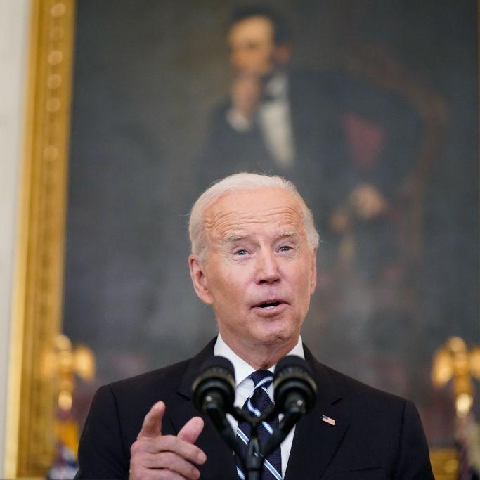 """""""Was stimmt nicht mit ihm?!"""" US-Präsident verwirrt mit bizarrem Auftritt (Foto)"""