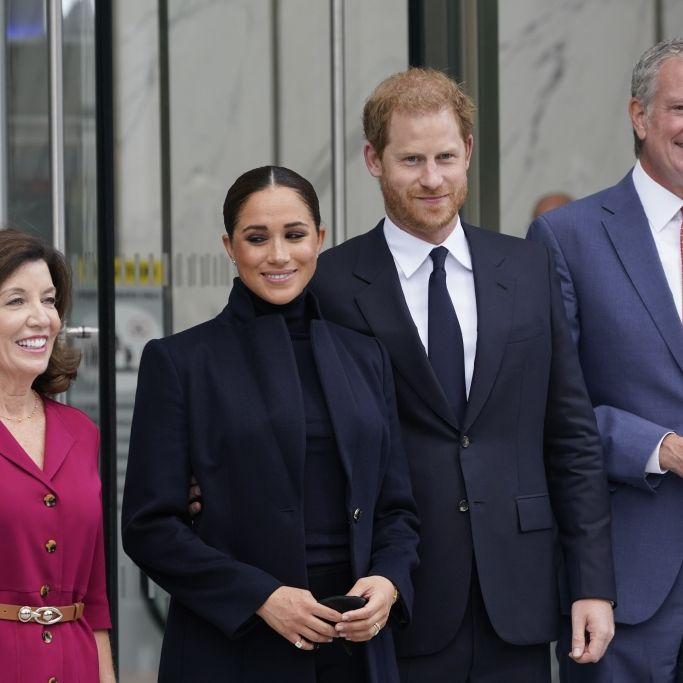 Trägt Herzogin Meghan HIER die Klunker eines Killers? (Foto)