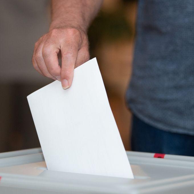 Nach einer Panne in der ARD wittern Verschwörungstheoretiker Wahlbetrug. (Foto)