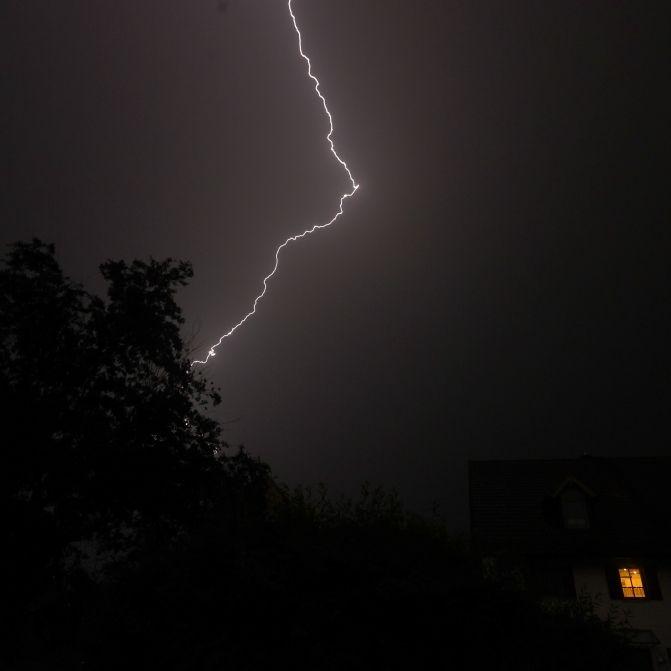 September verabschiedet sich mit Regen und Gewitter (Foto)