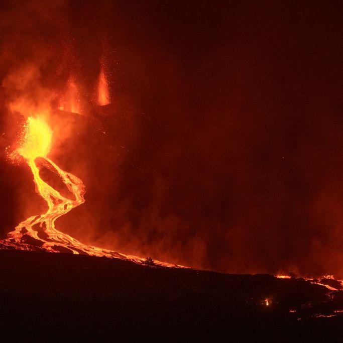 Insel jetzt Katastrophengebiet! Lava fließt ins Meer - giftige Gase (Foto)