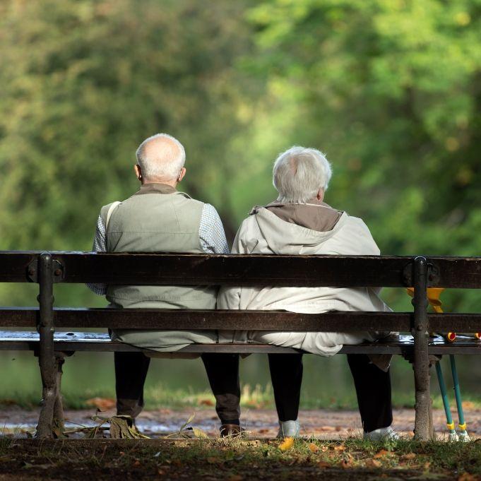 Wie viel Rente bekommen Frauen und Männer laut Statistik? (Foto)