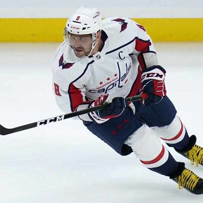 Schock-Moment! Schiedsrichter bei Eishockey-Spiel schwer verletzt (Foto)