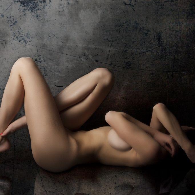 Nackt-Fotos für Impfung! Erotik-Model zieht für geimpfte Männer blank (Foto)