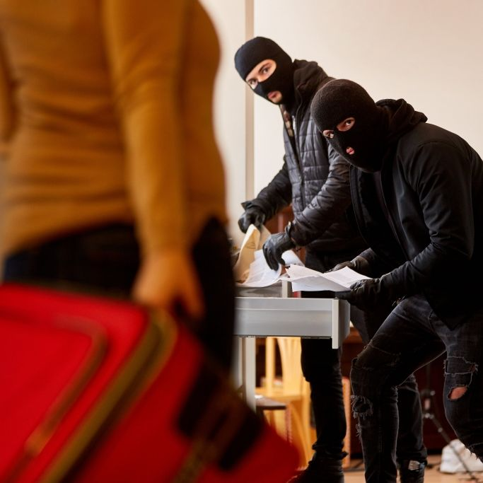 Rauchentwicklung in Wohnung +++ Diverse Straftaten durch einen Randalierer - Täter festgenommen (Foto)