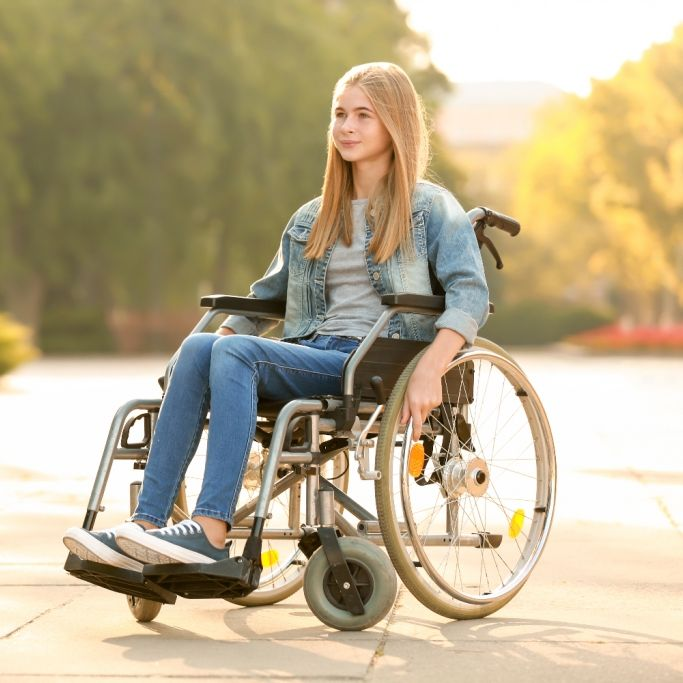 Mädchen (15) landet durch Corona im Rollstuhl! Hass von Impfgegnern (Foto)