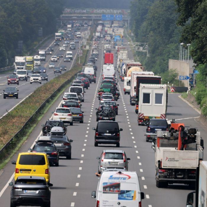 Autobahn-Chaos zum Ferienende! Auf diesen Strecken gibt's heute Stau-Alarm (Foto)