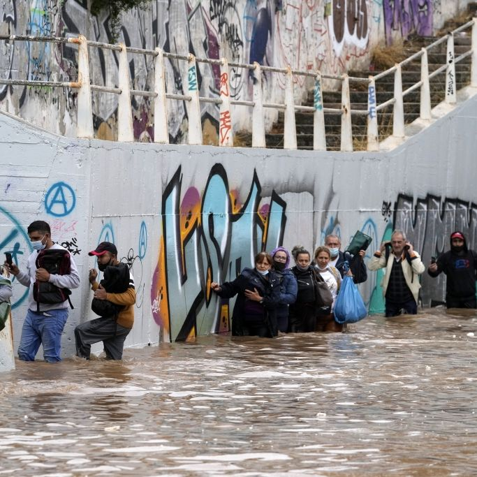 Schwere Überflutung! Monster-Sturm fegt über Urlaubsparadies (Foto)