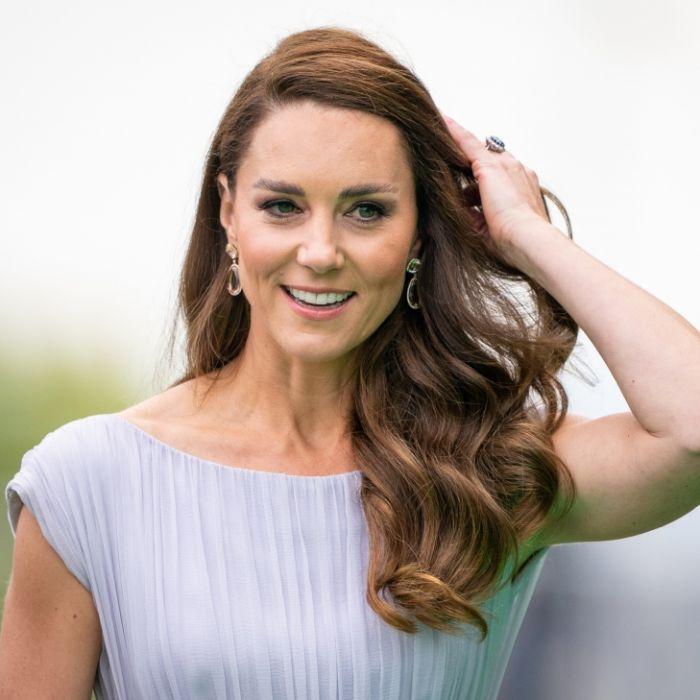 """Royal-News aktuell: Bei den """"Earthshot Awards"""" von Prinz William zog Kate Middleton alle Blicke auf sich - und erregte auch mit einer verdächtigen Baby-Pose die Aufmerksamkeit. (Foto)"""