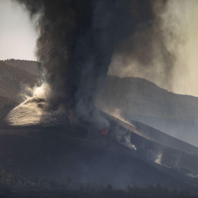 Warnung vor giftigen Dämpfen! Kanareninsel versinkt in Lava und Asche (Foto)