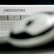 Ab Donnerstag, dem 16.11.2017, hat Aldi Süd den Curved-Monitor Akoya P57850 und den Kompakt-PC Akoya P56000 von Medion im Angebot. (Foto)