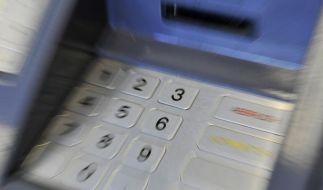 Abheben an fremden Geldautomaten: Bis 7,50 Euro Gebühr (Foto)