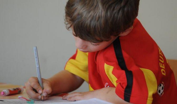 Ablenkung bei Hausaufgaben vermeiden (Foto)