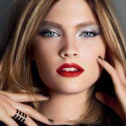 Absolut sinnlich: Der intensivrote Lippenstift ist ein Klassiker - auch in diesem Winter.