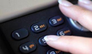 Abzocke mit Gewinndiensten: Telefonrechnung genau prüfen (Foto)