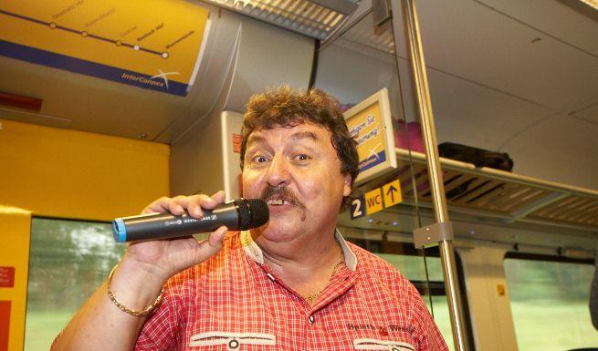 Achim Mentzel singt im InterConnex (Foto)