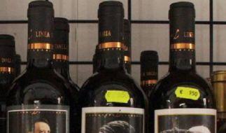 Adolf Hitler neben Johannes Paul II. - so kurios können Etiketten von italienischen Weinen sein. (Foto)