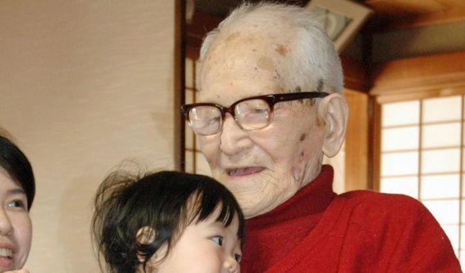 Ältester Mann der Welt feiert 115. Geburtstag (Foto)