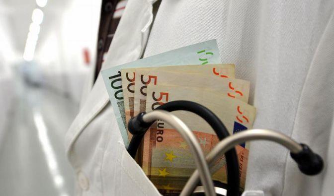 Ärzte kassieren Extra-Honorare für Patientenüberweisungen (Foto)