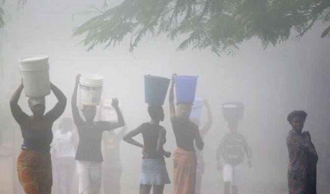 Afrikanische Frauen flüchten in Schutzdörfer (Foto)