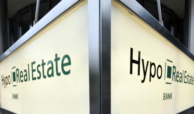 Aktionäre wollen die Hypo Real Estate auf mindestens 200 Millionen Euro Schadensersatz verklagen. (Foto)