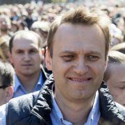 Kremlkritiker Nawalny verurteilt - Demonstranten warten auf Urteile (Foto)